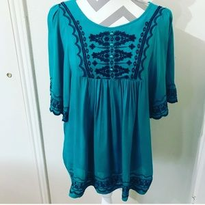 Urban Mango boho embroidered top size small